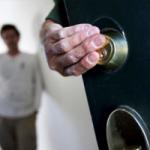 Незаконные жильцы в вашей квартире – можно ли их выселить.